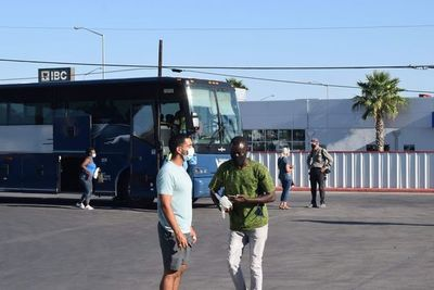 """El """"autobús de la esperanza"""", la última etapa en el periplo de los haitianos"""