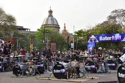 """BaterAsu"" sacude con rock al centro de Asunción"