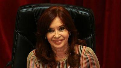 Cristina doblega al presidente argentino en puja por poder político