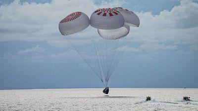 Histórica primera misión civil en el espacio regresa con éxito a la Tierra