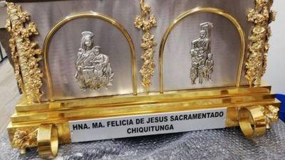 Reliquias de Chiquitunga llegan al país el martes. Preparan una gran caravana