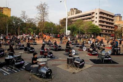 Baterías del único conservatorio de rock paraguayo tronaron en el centro capitalino