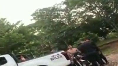 Un hombre escapa de tres policías tras persecución y forcejeo