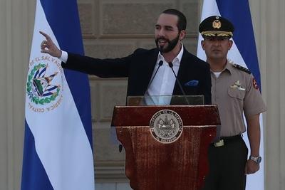 El Salvador cuenta con 700 bitcoines, anuncia el presidente Nayib Bukele