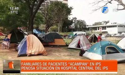 Familiares de pacientes ''acampan'' en IPS