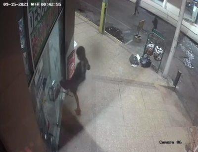 Video de cómo adolescentes asestan robos en comercios de Itauguá
