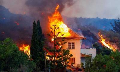 La lava del volcán de La Palma se traga un centenar de casas, obliga a evacuar a 5.500 personas y se aproxima al mar a 300 metros por hora – Prensa 5