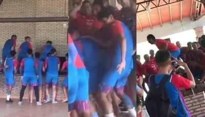 Jugadores de Cerro y un divertido festejo por la juventud