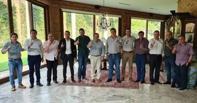 La Nación / Cartes brindó su apoyo total a los dirigentes colorados de Alto Paraná