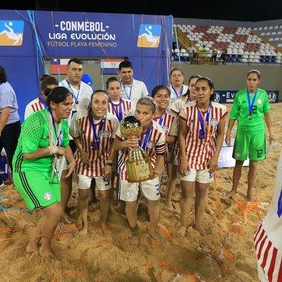 Dos paraguayas, entre las mejores del mundo del fútbol de playa femenino