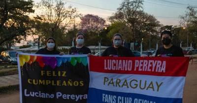 La Nación / Club de fans de Luciano Pereyra en Paraguay celebra el cumpleaños número 40 del cantante