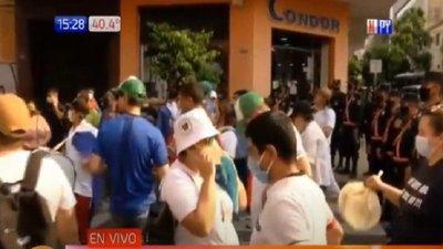 Manifestación de personal de blanco exigen ser incluidos en recategorización