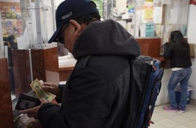 Las remesas crecen un 35 % y el déficit comercial se eleva un 57,4 % en El Salvador