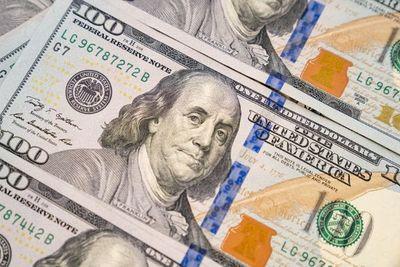 El dólar retrocede a menos de G. 6.900 y observan importante presencia del BCP en el mercado cambiario
