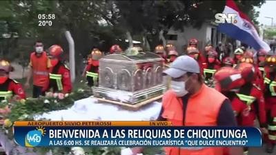 Emotiva llegada al altar de las urnas de la Beata Chiquitunga