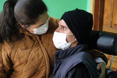 """Madre de sobreviviente de accidente aéreo atribuye """"milagro"""" a Chiquitunga"""