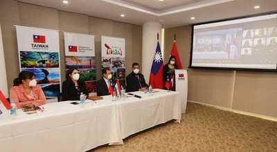 Taiwán entregó becas a estudiantes paraguayos para realizar estudios en el exterior