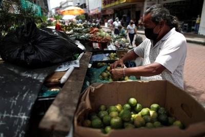 """El Gobierno no ve un """"panorama dirigido hacia aumentar"""" el salario en Panamá"""