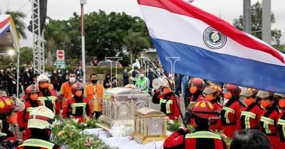 La Nación / Reliquias de Chiquitunga: llegada en Día de la Juventud es un mensaje a los jóvenes, aseguran