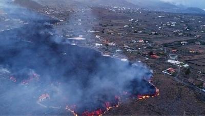 El río de lava del volcán Cumbre Vieja arrasó más de 160 casas en la isla española de La Palma