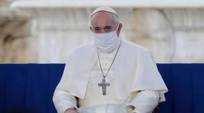 """El Papa Francisco denunció que dentro del Vaticano lo """"querían muerto"""" tras su operación de colon"""