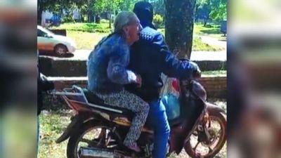 Abuela sigue sin poder cobrar pensión