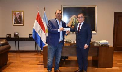 """Gobernación de Caazapá recibe aporte para el """"Programa de Seguridad Alimentaria"""""""
