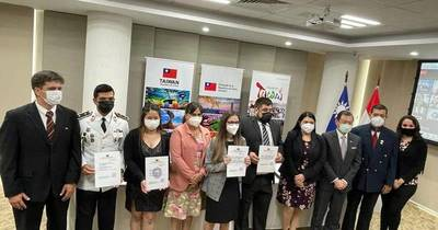 La Nación / Embajada de la República de China (Taiwán) entregó 54 becas a estudiantes paraguayos