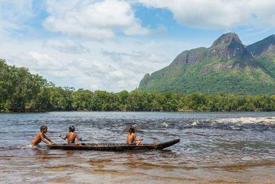 Joven indígena se vuelve famosa en TikTok al mostrar cómo es su vida dentro de una tribu