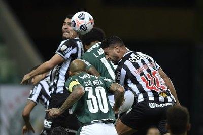 Con Gómez y Alonso, Palmeiras y Mineiro empatan dejando todo para la vuelta