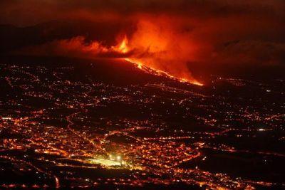 Miles de evacuados en España tras erupción volcánica