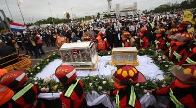 Tras emotiva procesión, inició misa por Chiquitunga