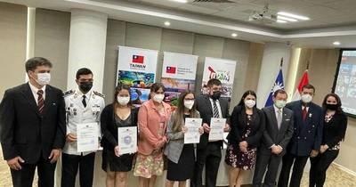 La Nación / Entregaron becas para Taiwán 2021