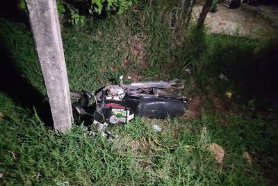 Motociclista muere tras chocar contra una columna