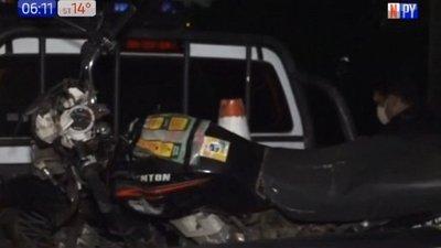 Motociclista muere al impactar contra una columna en Ñemby
