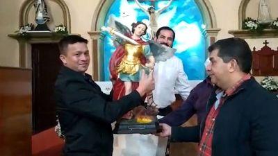 Donan otra imagen de San Miguel tras accidente en procesión