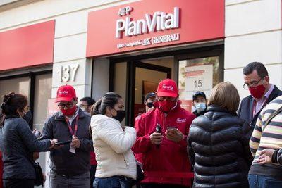 """El Gobierno de Chile urge a debatir retiro de pensiones para """"reducir impactos"""""""