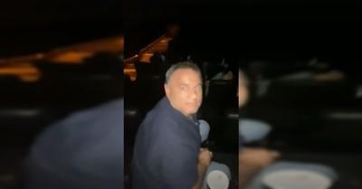 Hombre arranca luego de que su esposa lo descubre con su amante en el cine