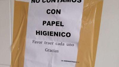 """Plagueos por falta de papel en baños de Ñu Guasu: """"Favor traer cada uno"""""""