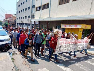 Nativos se movilizan en Asunción contra el proyecto de elevar penas a invasores