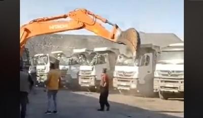 Destruye 5 camiones para vengarse de su Jefe por no pagarle