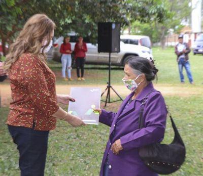 INDERT entregó otros 110 títulos en la colonia Manduará, de Canindeyú