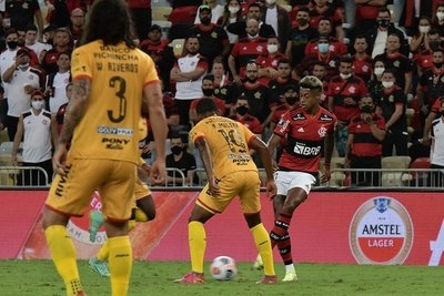 El Barcelona de Williams Riveros cae ante el Flamengo, pero la serie queda abierta