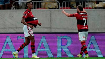 Flamengo se hace fuerte en casa y saca dos goles de ventaja
