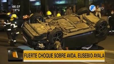 Imprudencia ocasiona choque y vuelco sobre Eusebio Ayala