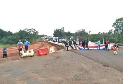 Coronel Oviedo; Indígenas cierran Ruta PY 02 – Prensa 5