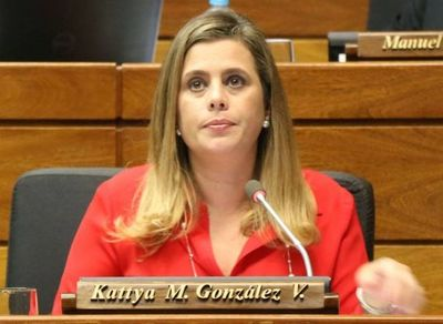 Kattya fustiga contra la cúpula de seccionaleros y pide no dejarse amedrentar