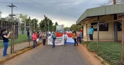 La Nación / Enfermos renales exigen renovar máquinas de diálisis en el Hospital de Itauguá