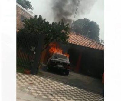 Reportan incendio de un vehículo en el barrio Hipódromo