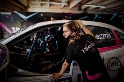 Equipo integrado por mujeres hace historia en el automovilismo argentino